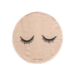 bloomingville-mini_tapis-rose-yeux-fermes