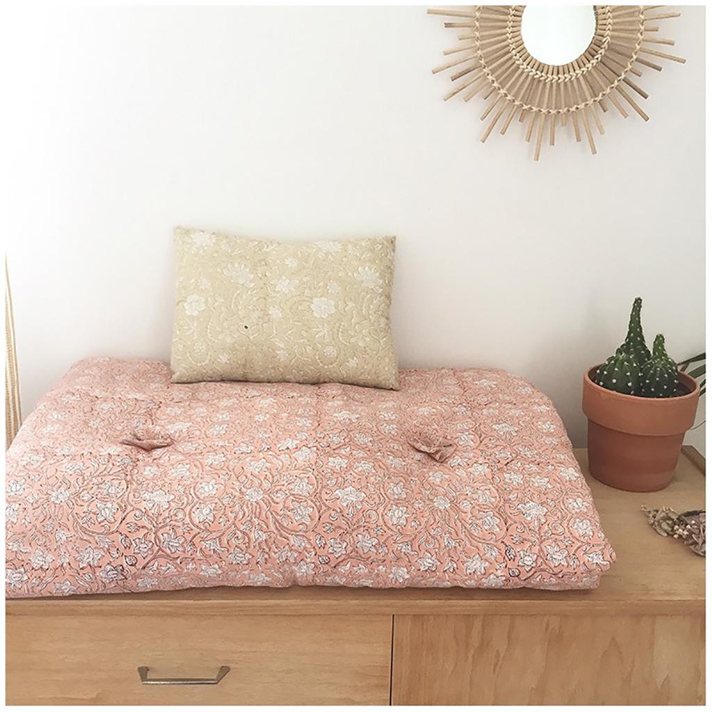 sur matelas et son coussin p tale de rose little marmaille. Black Bedroom Furniture Sets. Home Design Ideas