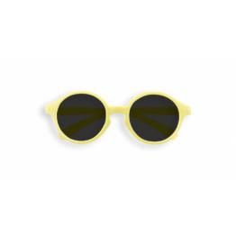 izipizi_lunettes-de-soleil-enfant-12-36-mois-jaune-limonade