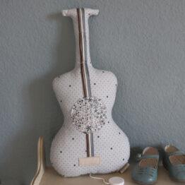 barnabe-aime-le-cafe_ guitare-musicale-la-vie-en-rose