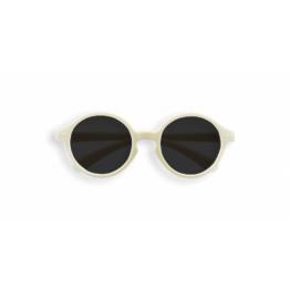 izipizi_lunettes-de-soleil-enfant-12-36-mois-blanc-lait