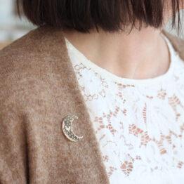 pin's lune zü porté