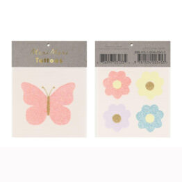tatouage papillon et fleurs