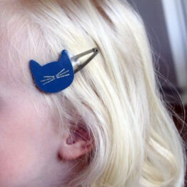barrette chat bleu